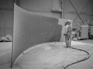 Stralen is een mechanische oppervlaktebehandeling. Bij het stralen wordt er onder hoge druk (schurende) korrels op het oppervlakte geblazen.