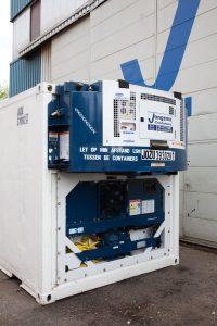 Een Clip-on generatorset is een aggregaat* die aan een koelcontainer wordt gekoppeld ('clipped on') om de container van stroom te voorzien wanneer walstroom niet voorhanden is.